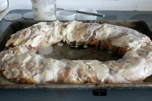 Cinnamon Roll Cake final icing